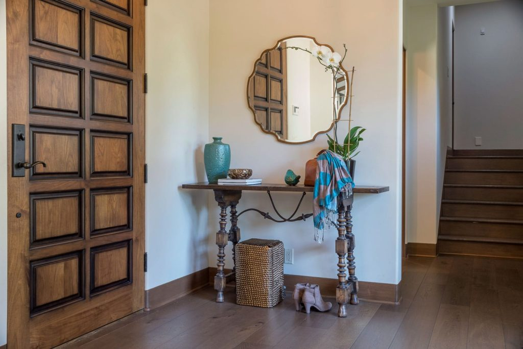Blvd house entryway side table decor in La Cañada