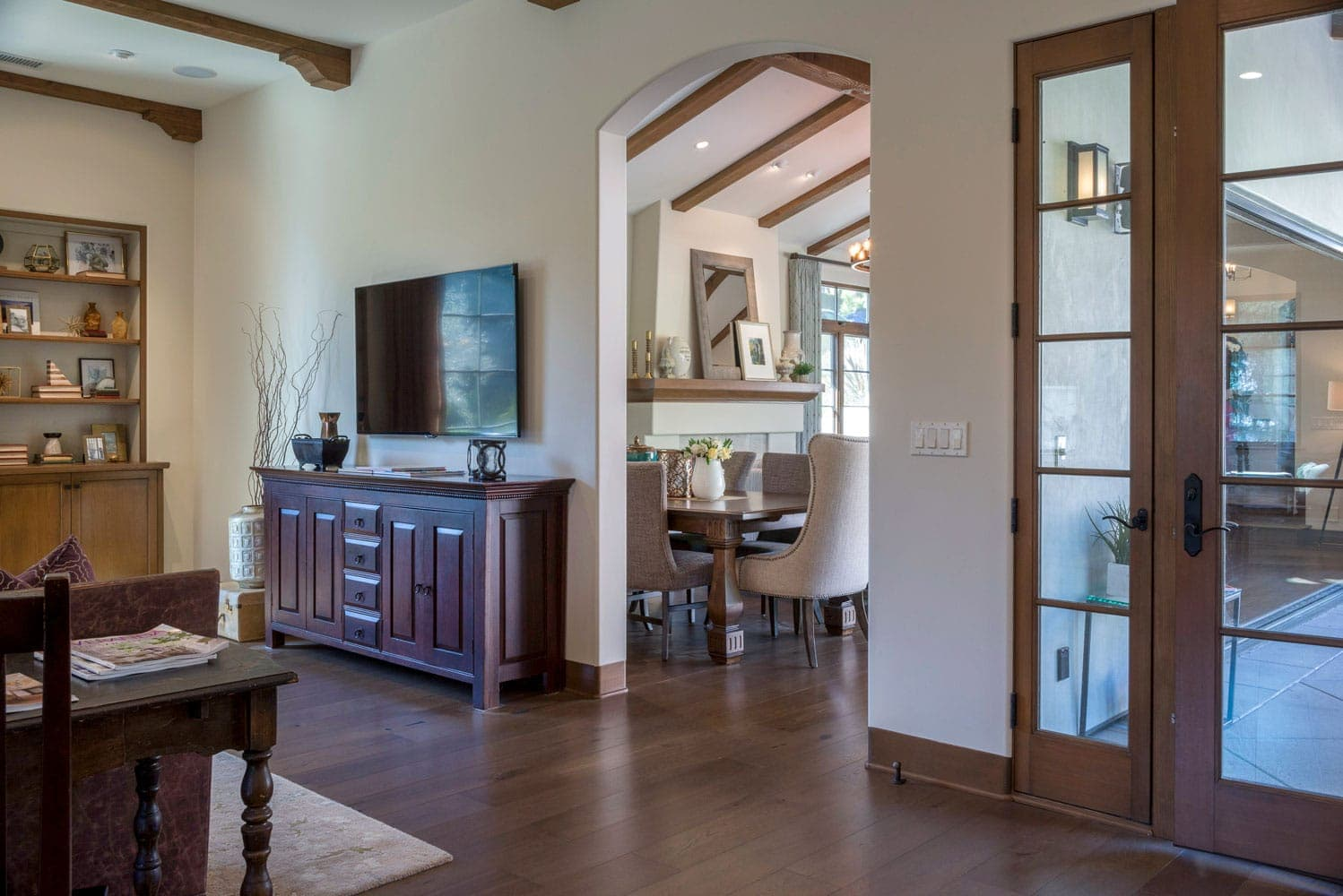 La Cañada Blvd house hallway interior design