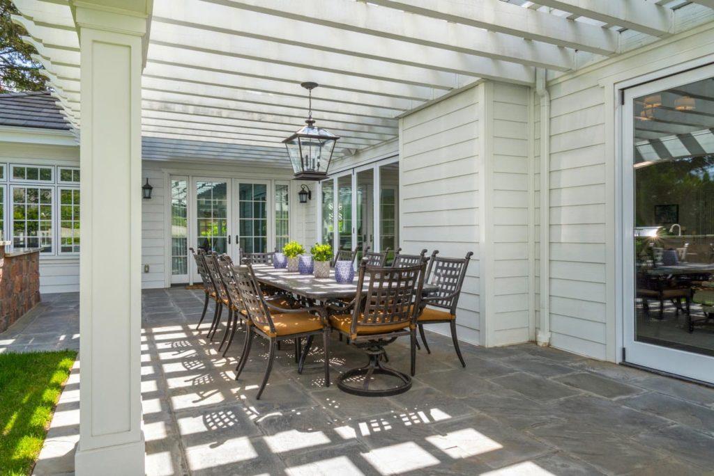 Outdoor patio dining design of a Berkshire home, La Cañada