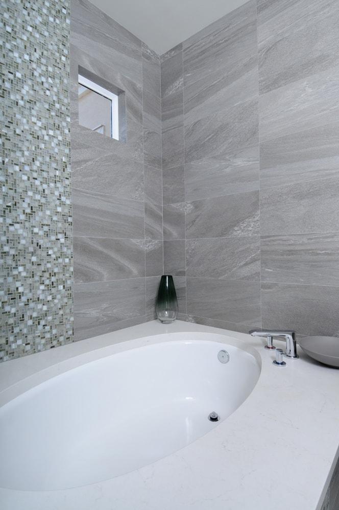 Bath tub design in Glendale, CA