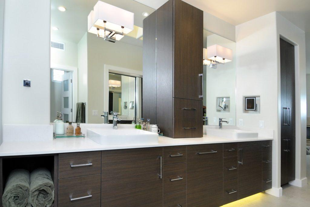 Bathroom vanity design in Glendale, CA