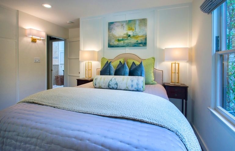 courtney-thomas-guest-house-bedroom-interiors