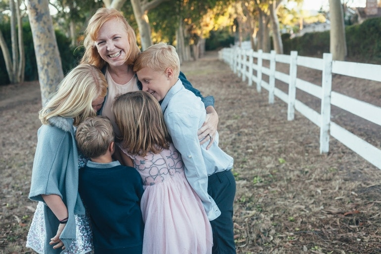courtney-thomas-with-her-kids