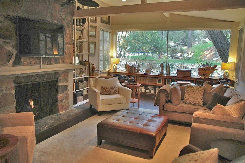 Guest house living room design at Kings Road, La Cañada