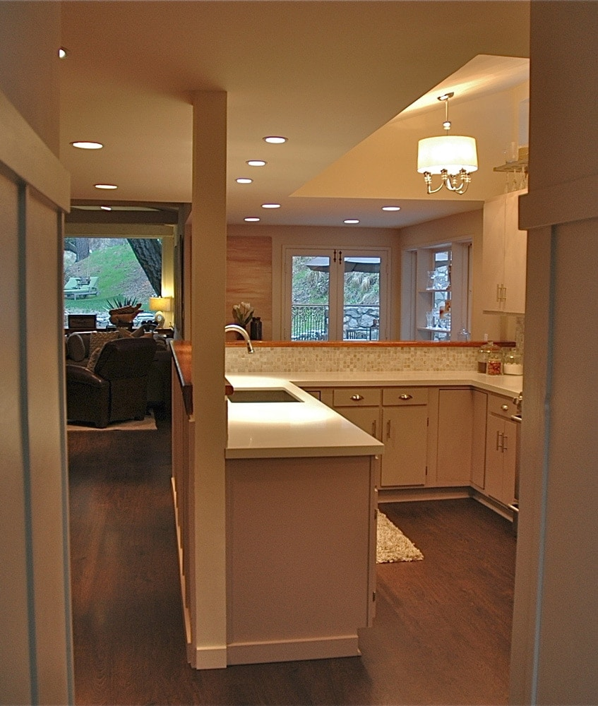 Kitchen remodeling at Kings Road, La Cañada by Courtney Thomas Design