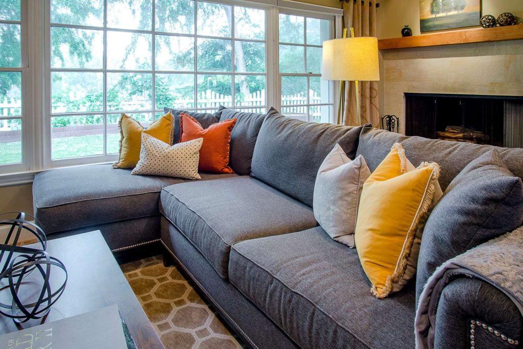 Living room decor of a Wilmar Road house, La Cañada